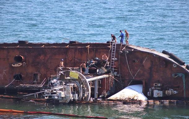 На затонувшем у Одессы танкере произошел новый масштабный разлив топлива
