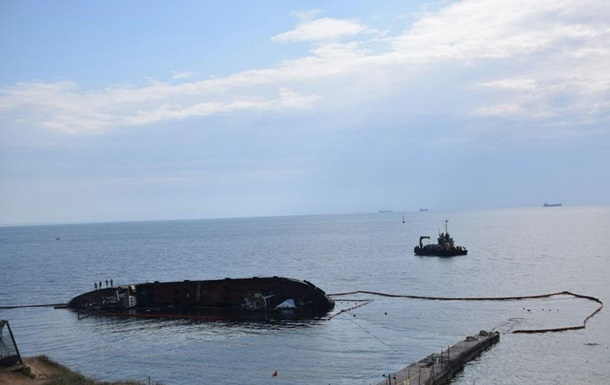 Работы по удалению затонувшего танкера из Одессы оценили в 25 млн