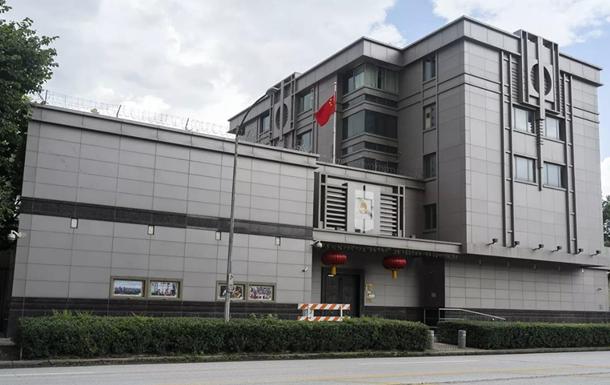 Неизвестные пытались выломать дверь консульства КНР в Хьюстоне