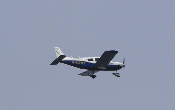 В США самолет упал на жилые дома
