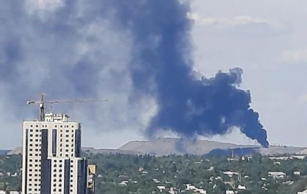 Под Донецком заметили огромный столб дыма