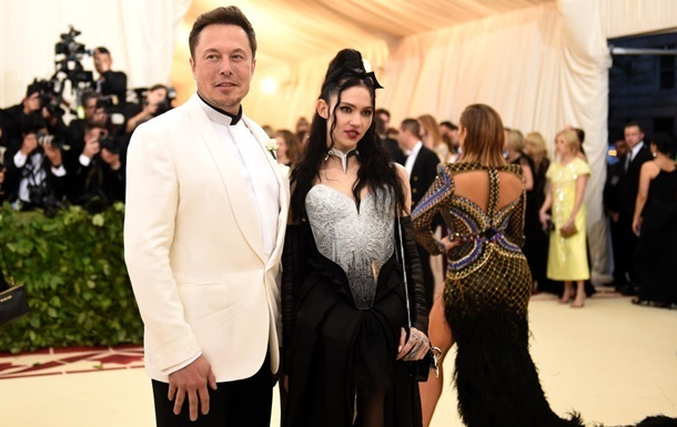 Маск посперечався в соцмережі зі своєю дівчиною через трансгендерів