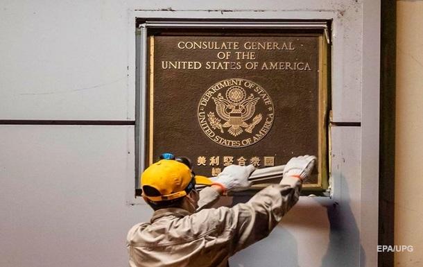 Китай официально закрыл генконсульство США в Чэнду