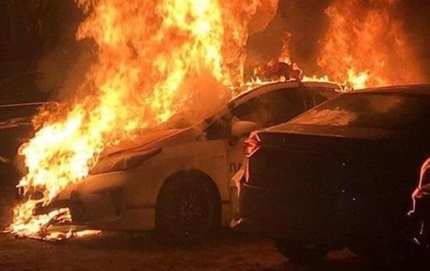 У Києві вночі горіло авто поліції