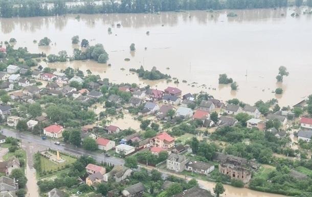 Наводнение на Прикарпатье: пострадавшие уже получили более 50 млн грн