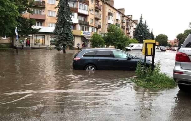 Запад Украины снова затапливают дожди