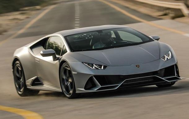 Американець купив Lamborghini на виділену державою допомогу