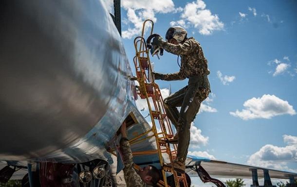 Украинские истребители повышают летные навыки
