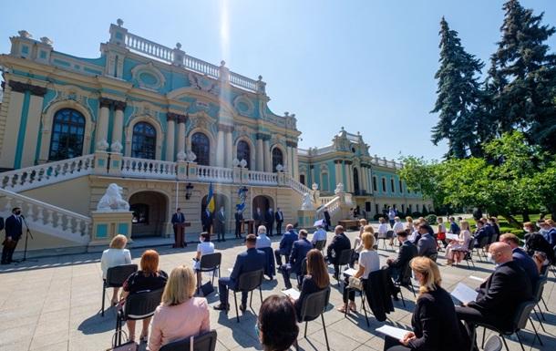 Зеленский дал наставления новым судьям во время присяги