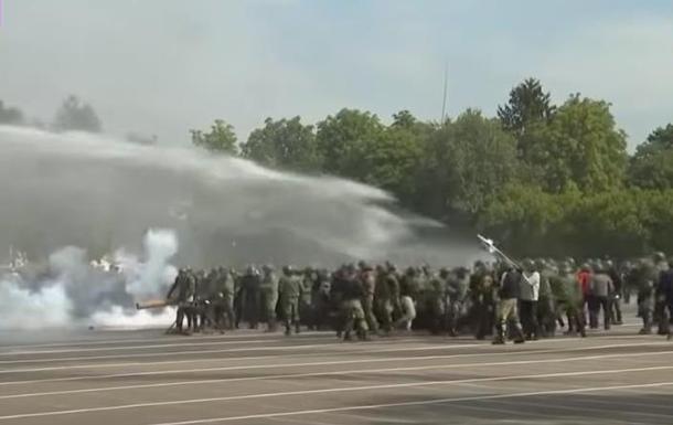 Для Лукашенка влаштували показовий  розгін протестуючих