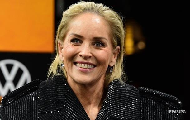 Постаревшая Шэрон Стоун показала лицо без макияжа