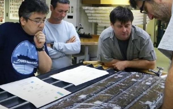 Ученые 'разбудили' пролежавших на дне океана 100 млн лет микробов