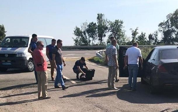 На трассе Киев-Харьков расстреляли автомобиль