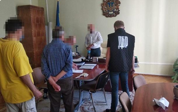 На Буковине чиновник взял  откат  за тендер