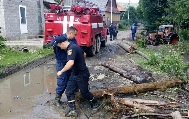 Запад Украины снова накрыла непогода