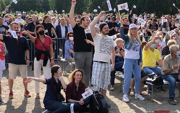 Тысячи людей собрались в Минске на митинг оппозиции