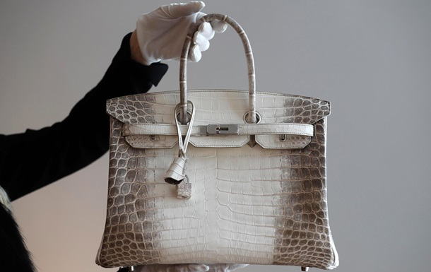 Сумку люксового бренда продали на аукционе за рекордные $300 тысяч