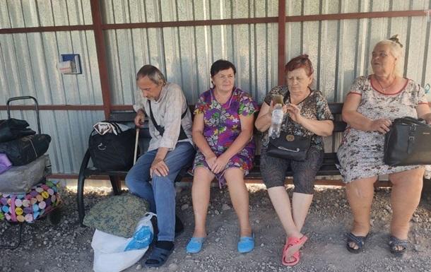На КПВВ Новотроїцьке живуть люди, яких не пускають у  ДНР