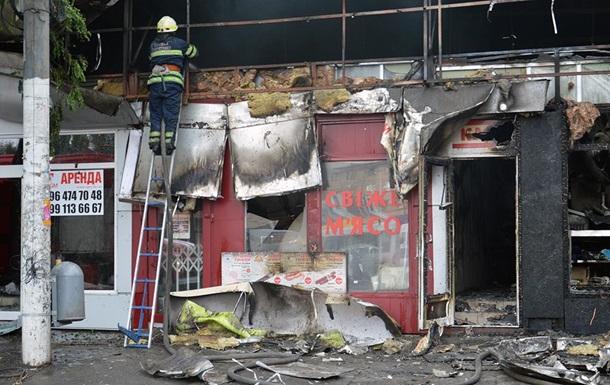 В Днепре пожар уничтожил торговые павильоны