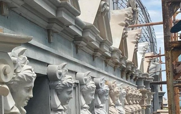 Реставрация дома Либмана: на фасад начали возвращать лепной декор