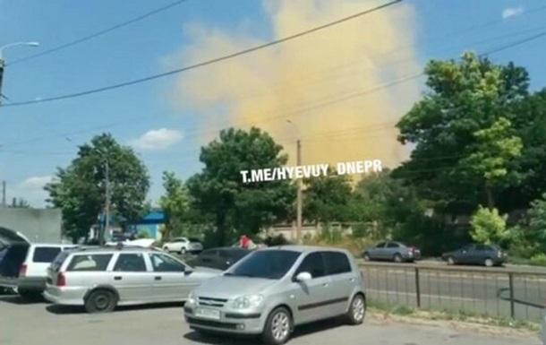 Жителів Дніпра налякав яскраво-жовтий дим