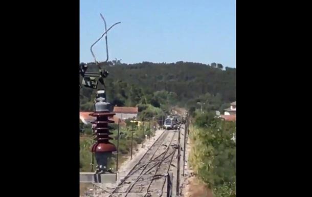 Поїзд зіткнувся з машиною в Португалії: ЗМІ пишуть про жертви