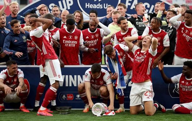 В стиле Зинченко и Ивановича: Обамеянг уронил Кубок Англии, который распался на две части