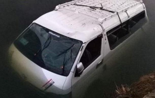 В Египте микроавтобус с пассажирами утонул в канале