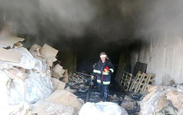 В Чернигове на видео сняли обрушение здания при пожаре