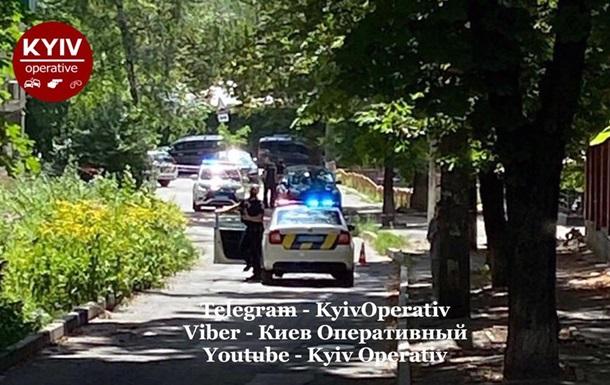 Полиция проверяет минирование авто в Киеве - соцсети