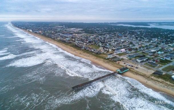 На побережье США обрушился ураган Исайяс