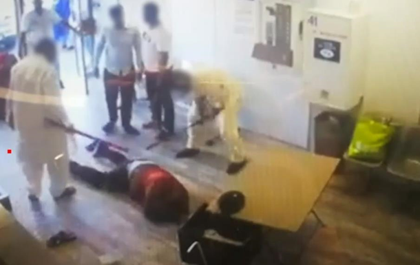 У Франції битами побили чоловіка за прохання надіти маску