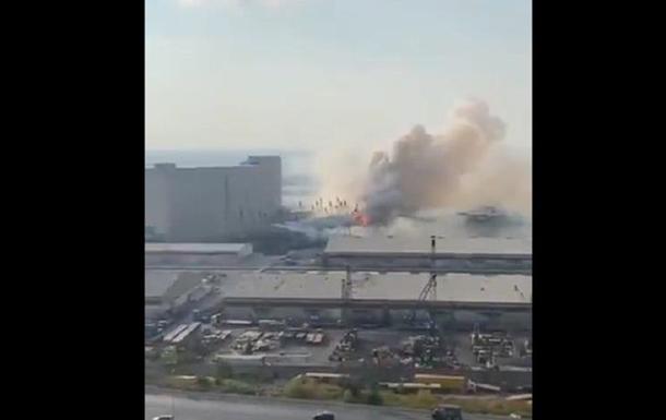 В порту Бейрута произошел мощный взрыв