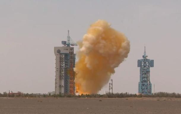 В Китае при запуске ракеты образовалось желтое облако
