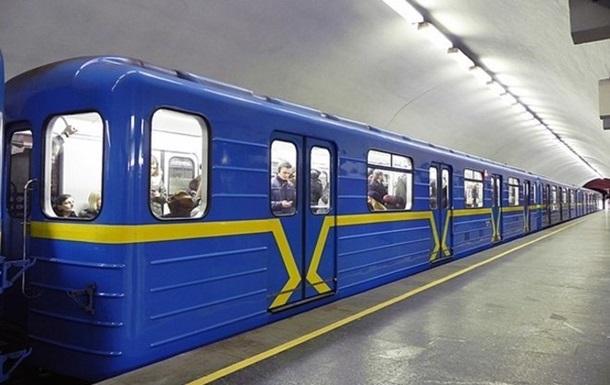 В киевском метро пьяный мужчина упал на рельсы