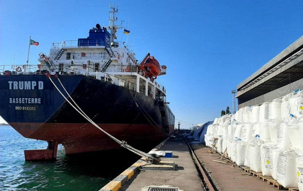У порту Південний зберігається 10 тисяч тонн селітри