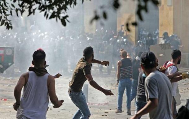 У Бейруті тривають сутички активістів з силовиками