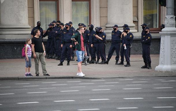 Силовики перекрили центр Мінська
