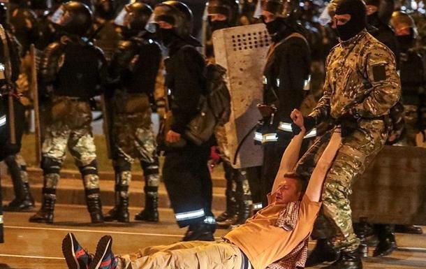 Протести в Мінську: силовики штурмують барикади