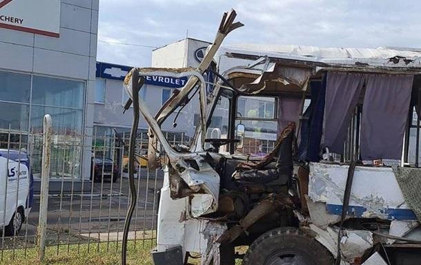 Смертельное ДТП под Киевом: столкнулись автобус и грузовик