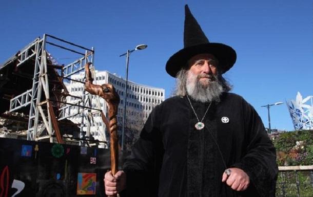 Новозеландец официально работает волшебником и получает $10 тысяч: фото