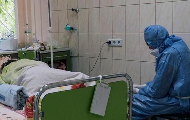 Кількість госпіталізованих з COVID зросла на 1,6 тисячі за місяць