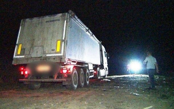 У Вінницькій області затримали самоскиди з львівським сміттям