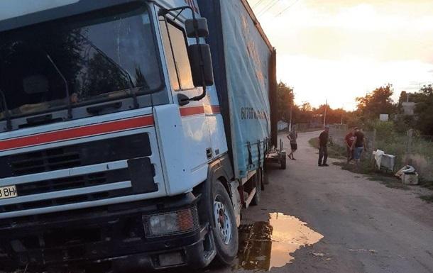 На Миколаївщині викрали вантажівку з 30 бочками меду