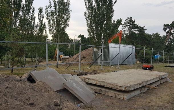 У Києві закрили скандальне будівництво в парку Малишка