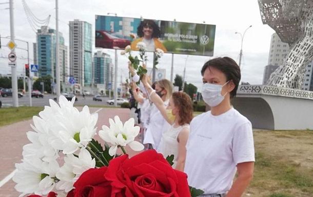 В Минске с утра люди становятся в цепочки солидарности