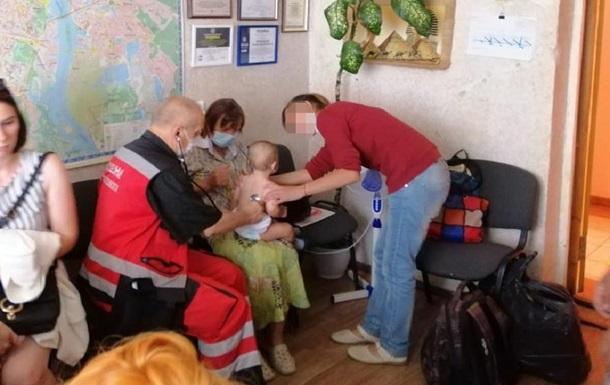 Киевлянка бросила у магазина двух внучек: годовалую и двухлетнюю