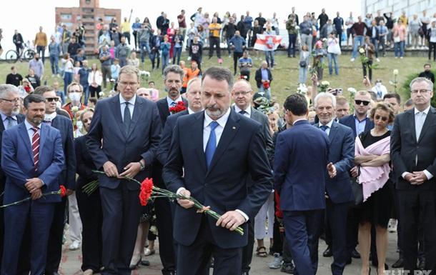Послы ЕС возложили цветы на месте гибели активиста в Минске
