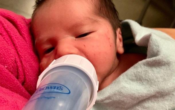 Родившая в самолете американка дала сыну необычное имя