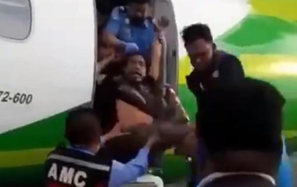 В Індонезії безбілетника викинули з літака